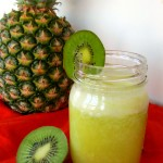 Pineapple Kiwi Smoothie & Smoothie Roundup