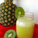 Pineapple Kiwi Smoothie & Smoothie Roundup